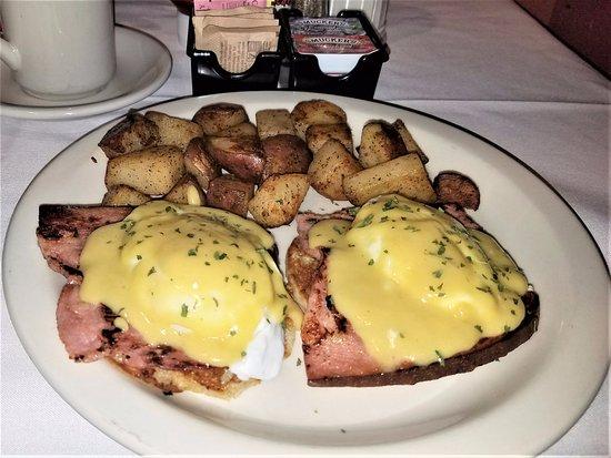 Pawtucket, RI: Eggs Benedict