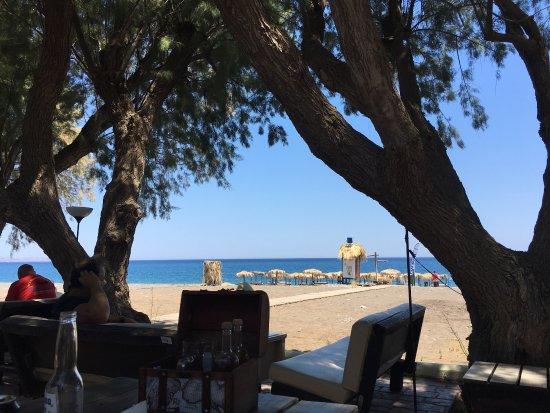 Gennadi, Grecja: Blick auf den Strand von der Bar aus
