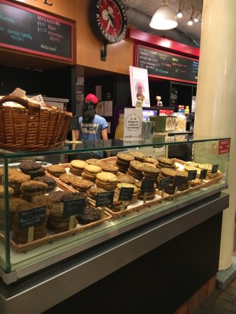 Faneuil Hall Marketplace: photo2.jpg