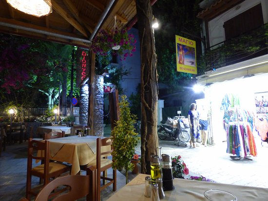 Taverna Dionyssos: peaceful location