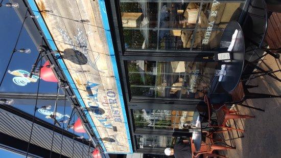 Freeport, ME: Good photo, inside restaurant , outside patio