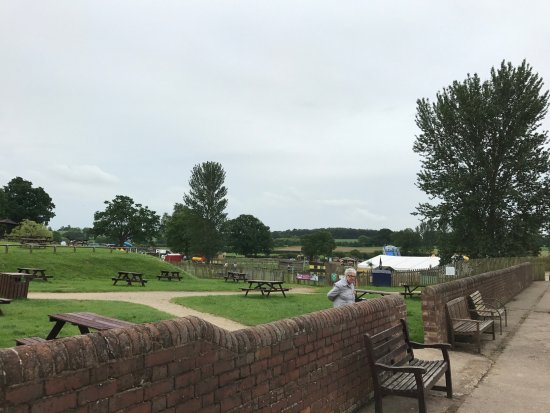 Hatton, UK: Park and play area with amimals in the distance