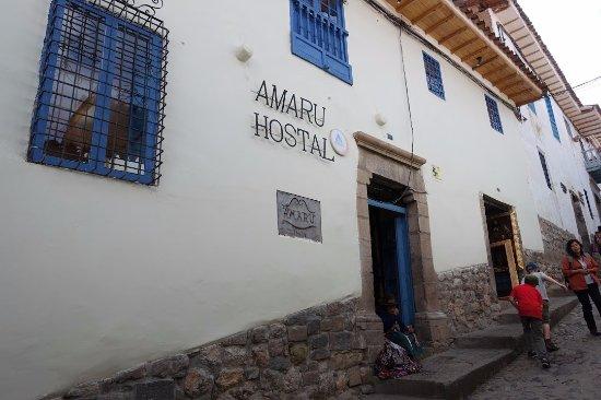 Amaru Hostal: Entrance to the hotel