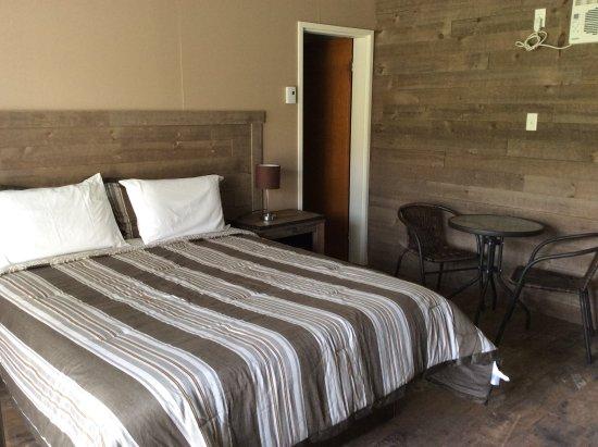 Coaticook, Canada: chambre lit queen