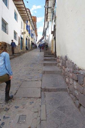 Amaru Hostal: Street up to the hotel