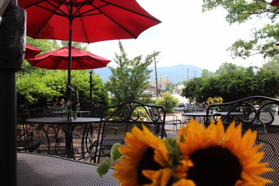 Black Mountain, NC: Dine outside and take in the view