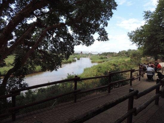 Skukuza, جنوب أفريقيا: Vista externa do restaurante