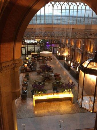 St. Pancras Renaissance Hotel London: View to reception area