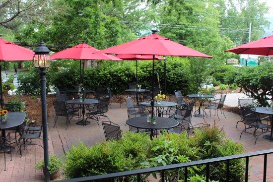 Όρος Black, Βόρεια Καρολίνα: Dine outdoors in a family, friendly atmosphere