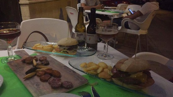 Alhama de Murcia, España: Fantástico trato, personal excelente y comida buenísima por un precio más que razonable.