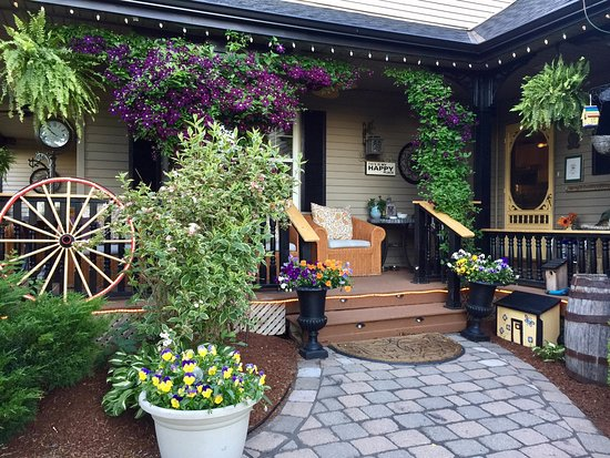 Serenity Ranch Bed and Breakfast: Serenity Ranch Main Entrance.  Serenity is indeed a Happy Place!