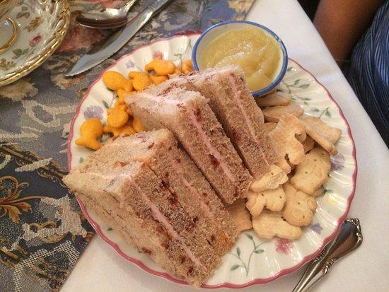 Plymouth, MI: Child's sandwich plate