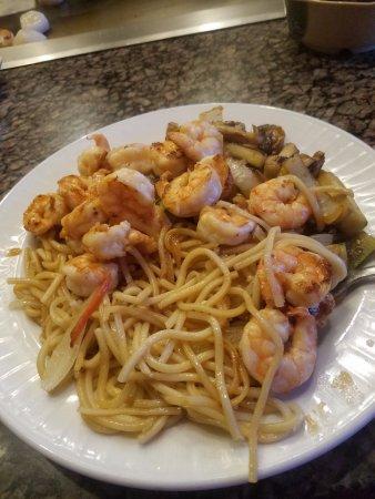 Tepanyaki Japanese Steakhouse: Shrimp Tepanyaki w/ noodles