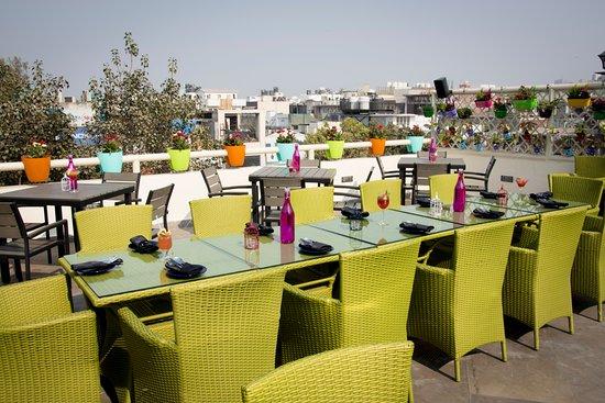 Londoners bistro pub new delhi for Terrace 6 pub indore