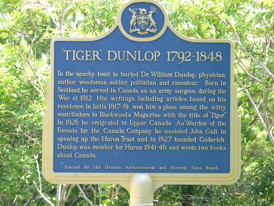 Goderich, Kanada: The Tiger Dunlop Tomb in located near the end of the Tiger Dunlop Trail