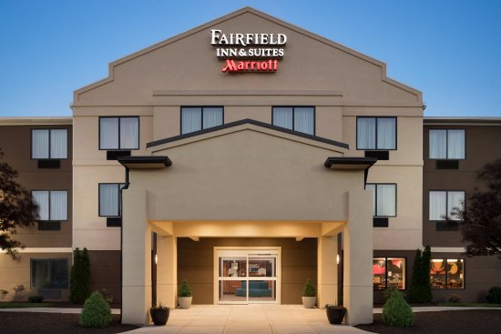 Fairfield Inn & Suites Hartford Manchester: Exterior of the Fairfield Inn & Suites by Marriott Hartford Manchester