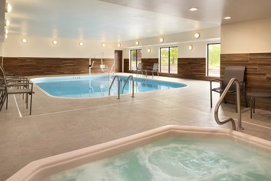Fairfield Inn & Suites Hartford Manchester: Relax at our Indoor Pool & Hot Tub at the end of the day!
