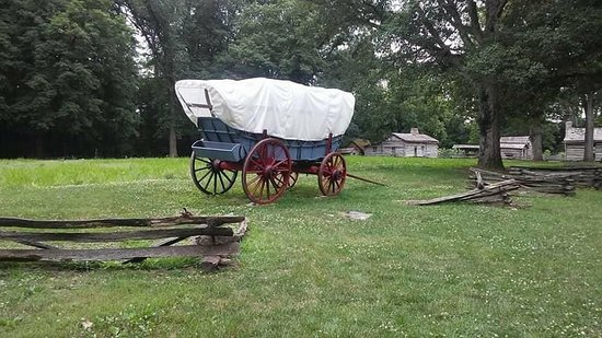 Petersburg, IL: Covered wagon