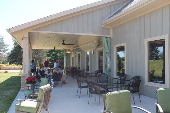 Waunakee, WI: Drumlin Ridge Winery - Outdoor Sitting Area