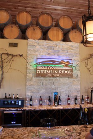 Waunakee, WI: Drumlin Ridge Winery - Tasting Room Sign