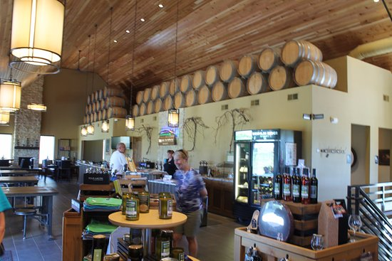 Waunakee, WI: Drumlin Ridge Winery - Tasting Room