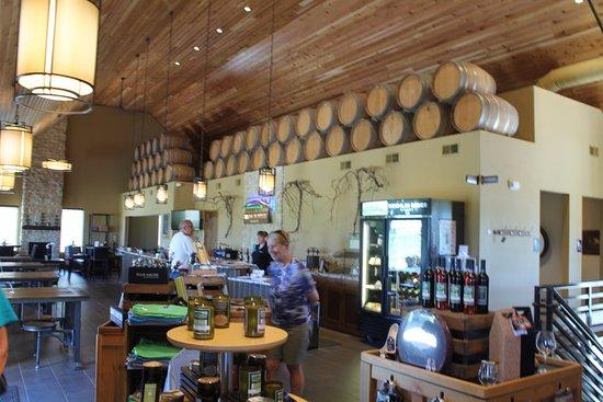 Waunakee, Ουισκόνσιν: Drumlin Ridge Winery - Tasting Room