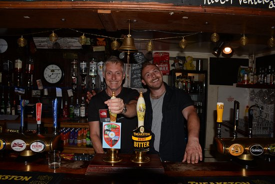 Low Row, UK: Behind the bar with my new mate James (who does work there!)
