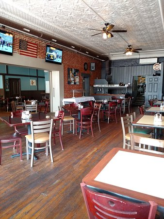 Lebanon, IL: 1814 Eatery and Drinkery