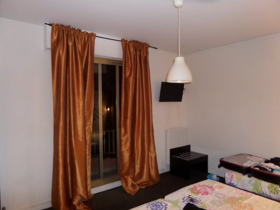 Anis Hotel : Ruime kamer met balkon