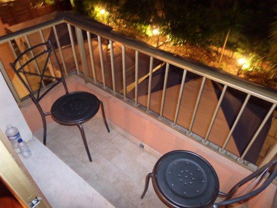 Anis Hotel : Balkon, niet super groot, maar je kan er lekker zitten.
