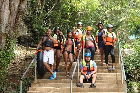 Cave Tubing R Us : Hiking to the cave