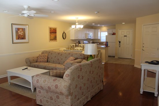 Sheridan, IL: Living room/dining room area.
