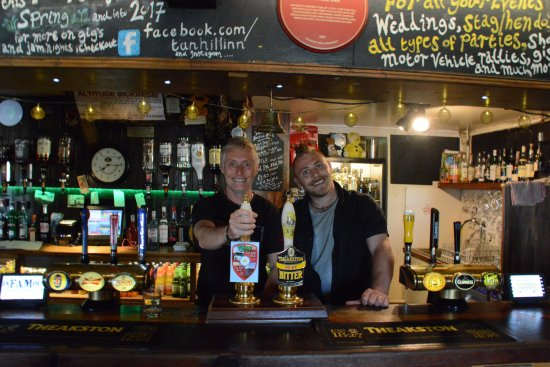 Low Row, UK: James the barman let me behind the bar for a photo op!