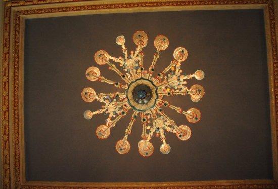 County Kildare, Irland: shot of one of the Murano Glass chandelier