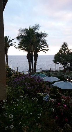 Hotel The Cliff Bay: Our surprise upgrade to a 'limited sea view' room, we were booked into a 'garden view' room.