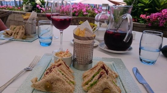 Hotel The Cliff Bay: Tuna sandwiches and Sangria at the Blue Lagoon