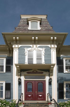 Middlebury, Вермонт: Gorgeous front entrance of The Inn on the Green
