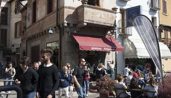 Porto Ceresio, Italia: Gelateria La Lunatica