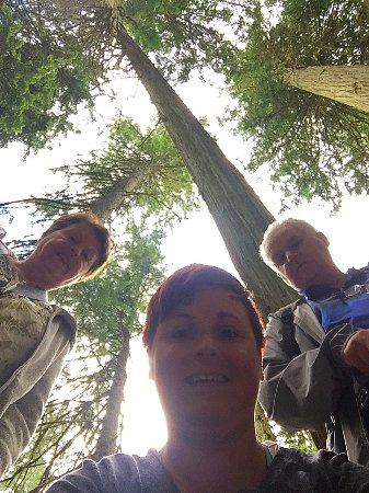 Giant Cedars Boardwalk Trail: Family selfie
