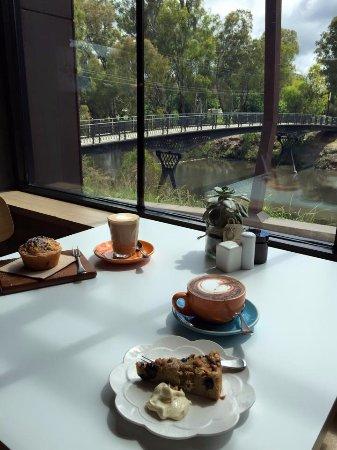 Γουανγκαράτα, Αυστραλία: Browse our selection of Local, and House-made cakes!