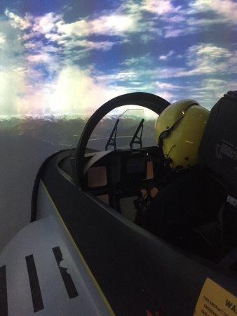 I-way : La simulation F-18 est énorme et le briefing est efficace pour un combat acharné meme pour début
