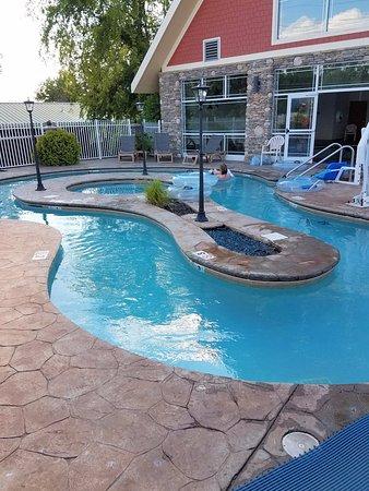Clarion Inn Dollywood Area: Lazy river pool area