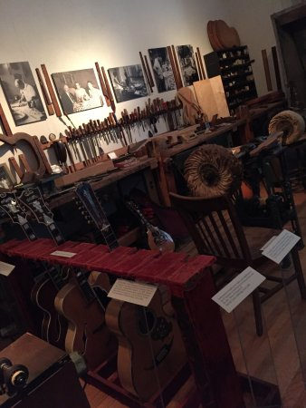 National Music Museum : Guitar makers tools/shop