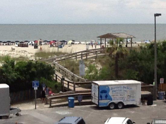 Hotel Tybee Beach Access Across Small Public Parking Lot Adjoining