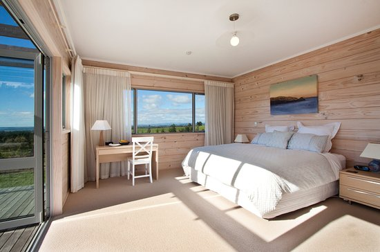 Katikati, Selandia Baru: Mamaku Room has views on two sides and has a sunny position.
