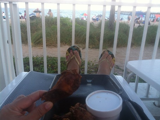Village Grille: Perfectly fried and seasoned chicken wings - Day 2