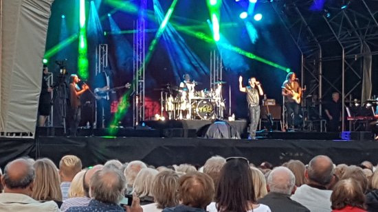 Walton on Trent, UK: Cliff Richard concert