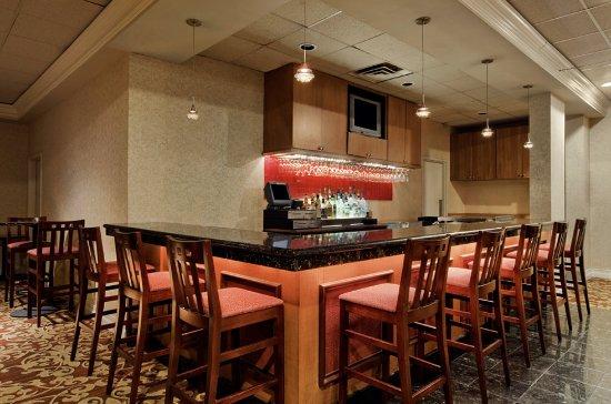 Kenner, LA: Caribbean Showroom Bar