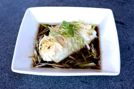 Sunnyvale, Californien: Steamed Sea Bass with Ginger and Scallions