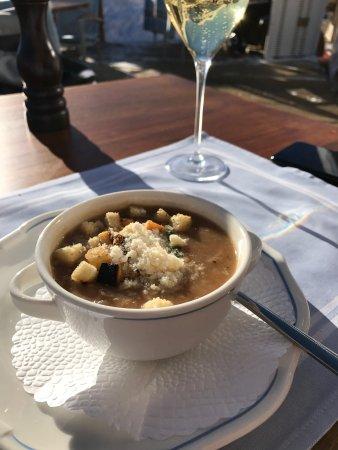 Restaurant Salastrains: French onion soup